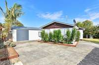 3+1 Big Family Home, Large Section Too !!